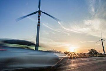 【两会观察】政府工作报告释放利好信息 新能源汽车、二手车等获得政策力挺