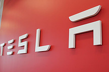 """特斯拉Q1财报:""""Model 3周产能超2000辆"""",股价扭跌大涨7%"""