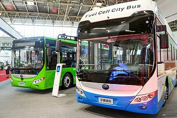 宇通氢燃料电池客车F10、纯电动公交E10亮相道路运输展