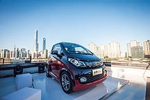 """众泰E200获""""中国大学生喜爱的新能源汽车奖"""""""