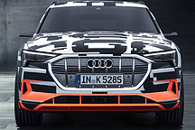 奥迪 e-tron prototype电动SUV在日内瓦展出