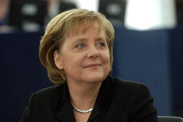 默克尔安抚德国车企 称几十年内不会禁售燃油车