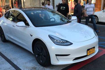 "Model 3龟速生产,预订者转卖预定号变""黄牛"""