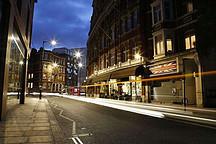 一物多用:英国路灯变身成为电动汽车充电桩