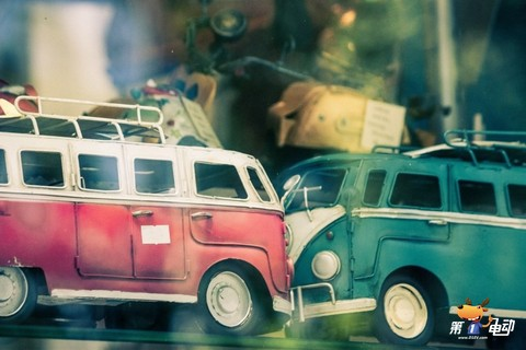 vw-combi-van-toy-crash-vehicle-accident.jpg