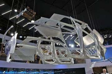 蔚来ES8全球首撞,全铝车身表现如何?