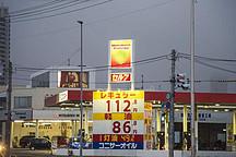日本考虑放宽限制,或将允许加油站安装充电桩