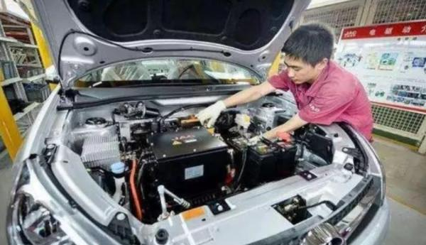 <a class='link' href='https://allguides.info/tag/纯电动汽车' target='_blank'>纯电动汽车</a>的锂电池到底能用多少年?锂电池的价格会很贵吗?