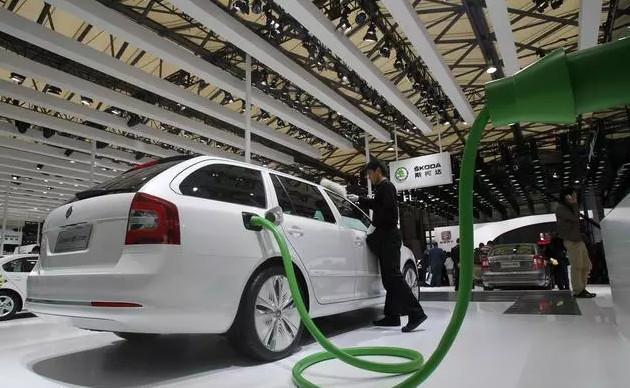 油电混合的车,电池多久就要更换一次?大概需要多少钱呢?