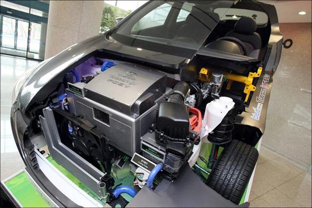 对于电动汽车来说,有了电池还需要电瓶吗?