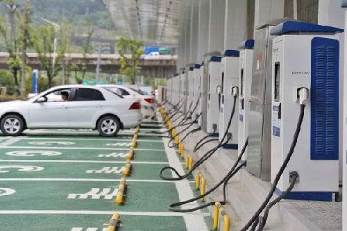 电动汽车充电时风扇狂响,怎么回事?
