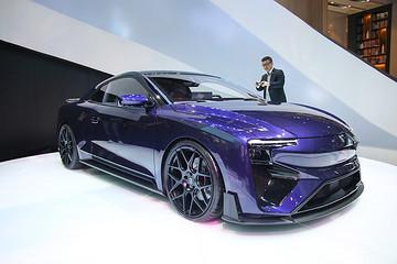 爱驰RG高性能跑车发布 最大续航1200km/百公里加速2.5s