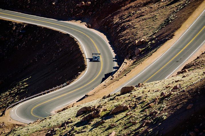 大众汽车品牌首款纯电动赛车I.D. R Pikes Peak的电机功率高达500千瓦(680马力).jpg