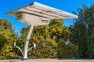 大众的偿债之路:Electrify America投建30座太阳能充电站