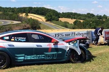 Model S P100D改款赛车通过碰撞测试  FIA批准其参赛