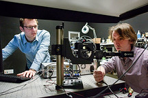 新型激光系统让自动驾驶汽车可以看穿角落盲区