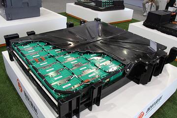新能源汽车市场快速发展 上市公司加快布局固态锂电池领域