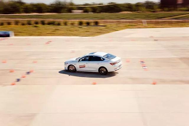 试驾比亚迪秦Pro EV超能版:离性能神车还差什么?