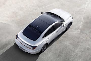 现代索纳塔新技术,车顶加载太阳能板,晒6个小时充电60%