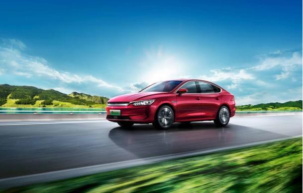 比亚迪新车发布会连上4款新车,均搭载磷酸铁锂刀片电池