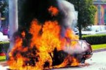 冬日电动汽车起火事故频发 电池安全技术和用户安全意识需提升