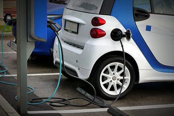 新能源车,合资or单干?中国车企再次站在十字路口