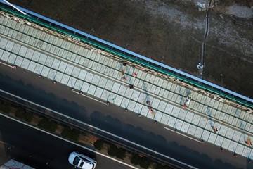 边开车边充电不再遥远,全球首条光伏高速公路即将落地济南
