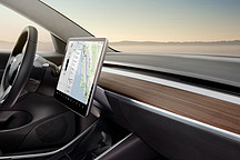 特斯拉的 Model 3 UI  展现了未来汽车交互及界面该有的样子