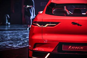 捷豹 I-Pace 纯电动 SUV 海外版售价或 50 万人民币起 这几点我们都猜对了
