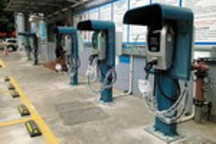 充电桩建设加速助推新能源汽车发展    2018年或破百万辆