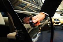 三张图读懂滴滴快的、Uber和传统出租车的服务法律模型异同