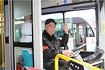 山东青岛:5条公交线换上纯电动公交车