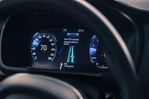 自动驾驶跑道上,高调的互联网企业和低调的传统车企