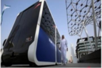 全球首例 迪拜街道上跑来了一辆无人驾驶出租车
