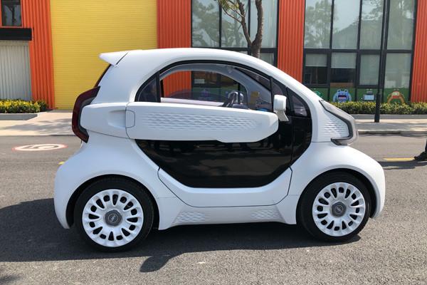 """这台3D打印汽车:售价5万,花一部iphone的钱能""""换壳""""!"""