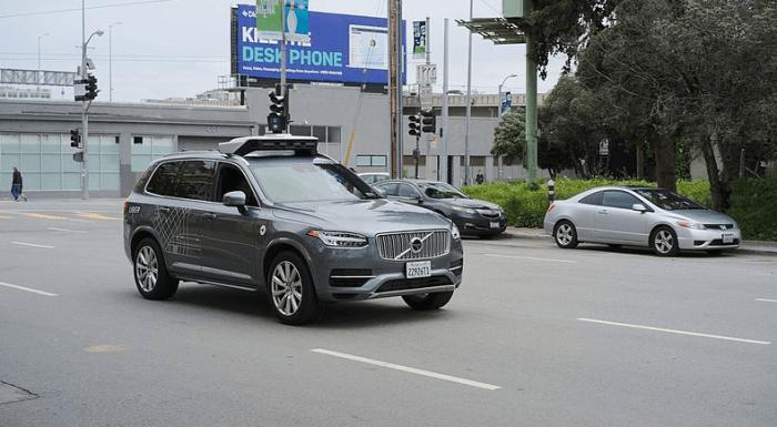 Uber CEO:自动驾驶汽车还是个学生 要继续学习