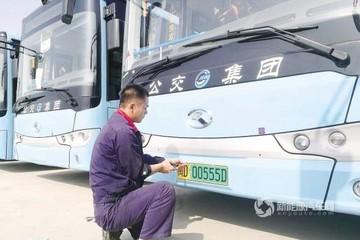 厦门首批新能源号牌公交车正式上路 将在翔安区内运营