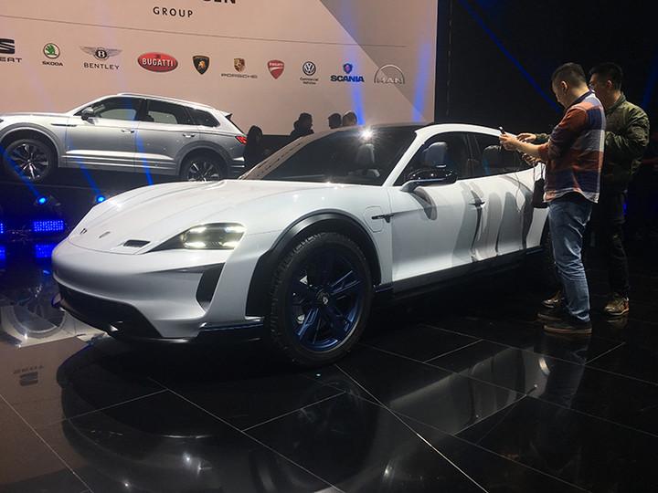 保时捷旗下首款纯电动量产车正式定名——Taycan
