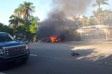 特斯拉Model S在美国撞墙起火,造成两死一伤