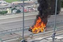 电池起火车主身亡!特斯拉又双叒叕遭遇横祸