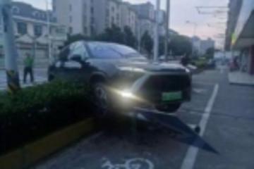 蔚来首款量产车交付前出事故,此前内部10台车撞了2台