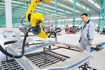 2020年中国锂电版叉车产量占电动叉车比例超55%
