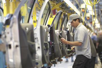 全球供应链大变局!汽车巨头表态:规避关税,毫不犹豫推进本地化生产