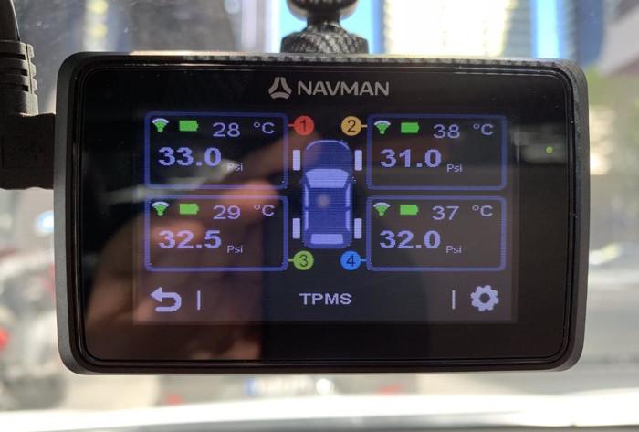Navman推出全球首款内置胎压侦测系统的行车记录仪