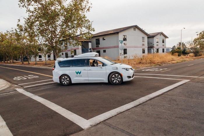 Waymo发布新版《事故与应急指南》 混动原型车提升到 L4 级别无人驾驶