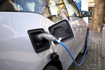 美国总统特朗普考虑取消所有电动车购车抵税额
