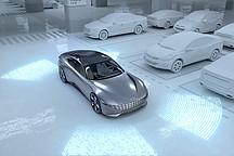 现代展示电动汽车无线充电与自动泊车技术