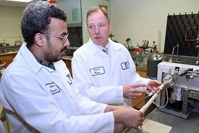 美国大学新技术 氢氧混合产生电力为各种尺寸燃料电池车供电
