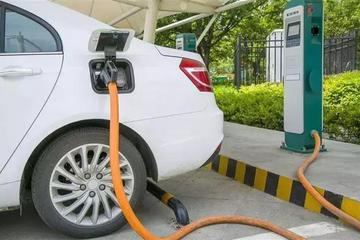 """新能源车落地价格就被""""砍""""一半?车主:脸都绿了!"""