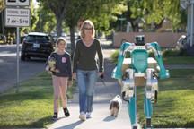 自动驾驶汽车+机器人协同送货,福特吃了一次螃蟹